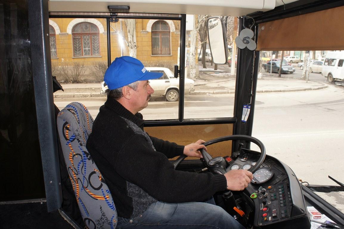 Александр, водитель автобуса, рассказал, что расписание на данном маршруте находится в стадии разработки.