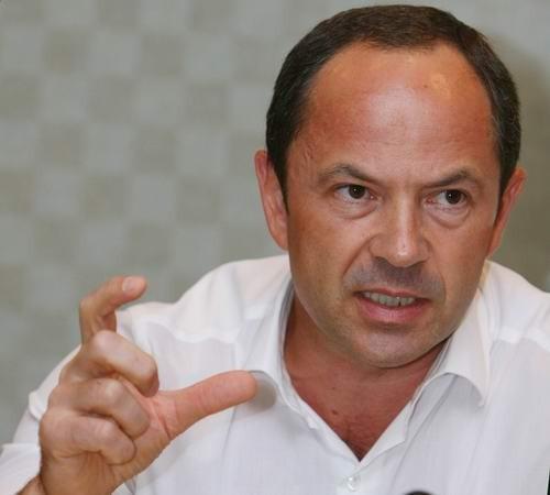 Тигипко в москве рассказал, что азаров намерен распродать за год