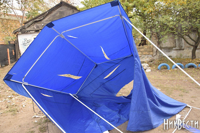 """В Никополе напали на палатку """"Оппозиционного блока"""""""
