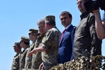 Морпехи получат современную военную технику, оснащенную по стандартам НАТО, - Порошенко - Цензор.НЕТ 276