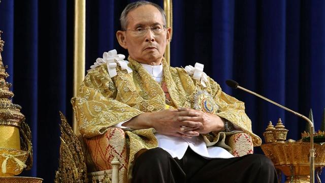 Таиланд втрауре: скончался самый долгоправящий монарх вмире