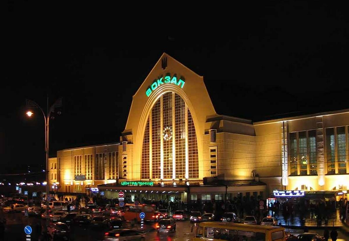 ИзХарькова встолицу Украины  будет ходить двухэтажный высокоскоростной  поезд