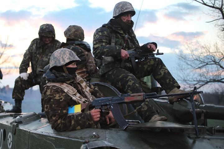 Боевики 13 раз обстреляли позиции военных наДонбассе
