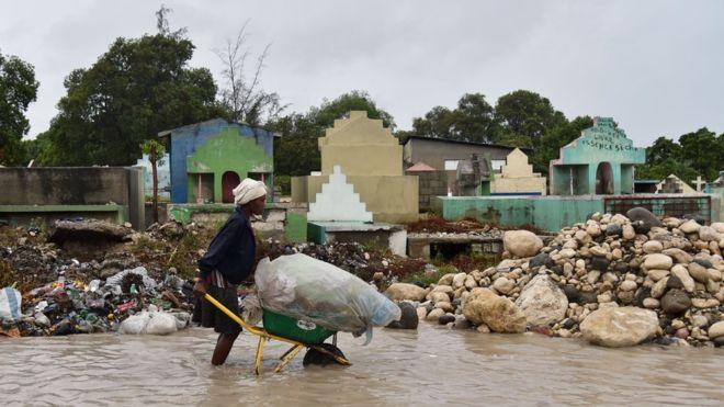 Обама ввел режимЧП воФлориде всвязи сприближением урагана «Мэтью»