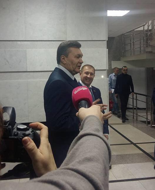 «Правый сектор» обязательно будет присутствовать всуде— Допрос Януковича