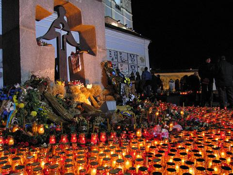 Руководство Украины призвало граждан зажечь свечу памяти пожертвам Голодоморов