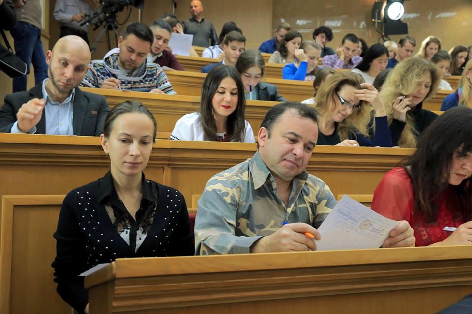Студенты исудьи сегодня пишут радиодиктант государственного единства
