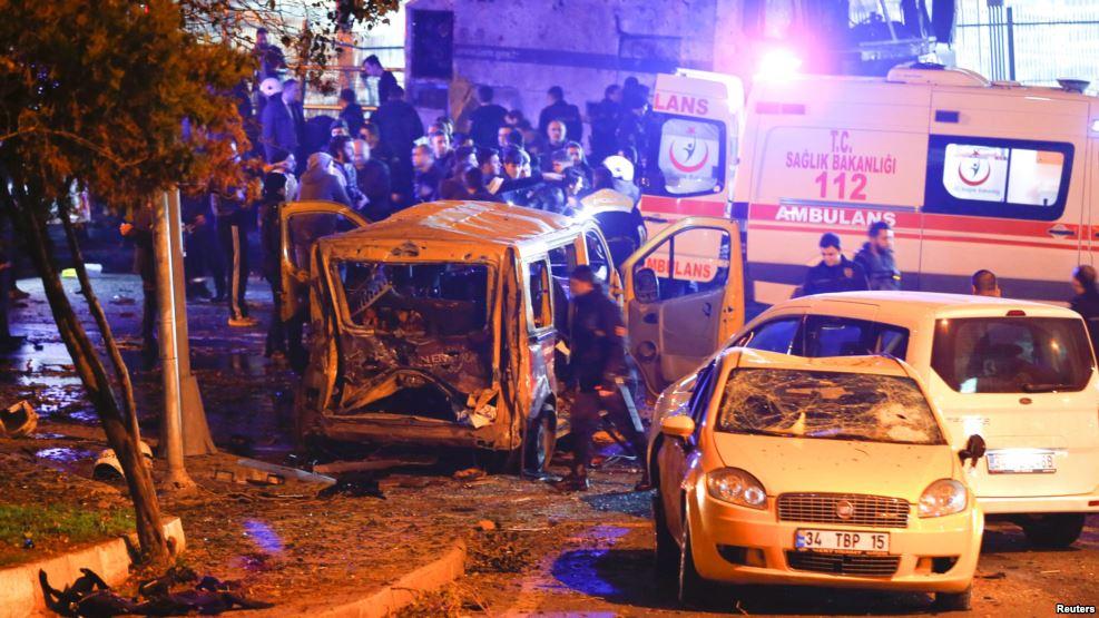 Впроцессе взрыва вцентре Стамбула пострадали 20 человек