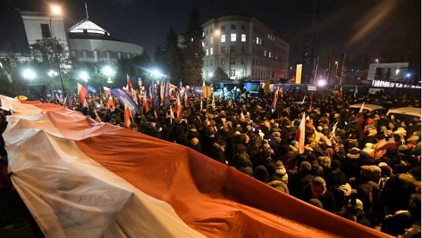 Глава МВД Польши обвинил оппозицию впопытке госпереворота