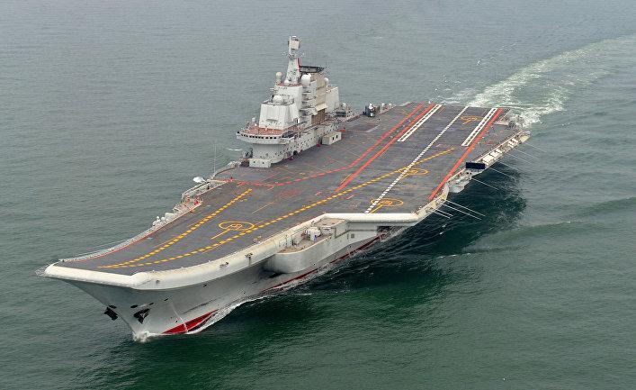 Китайский авианосец «Ляонин» впервый раз вышел вспорные воды Южно-Китайского моря