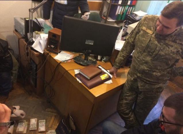 Одесский военный добивался отподрядчика «откат»