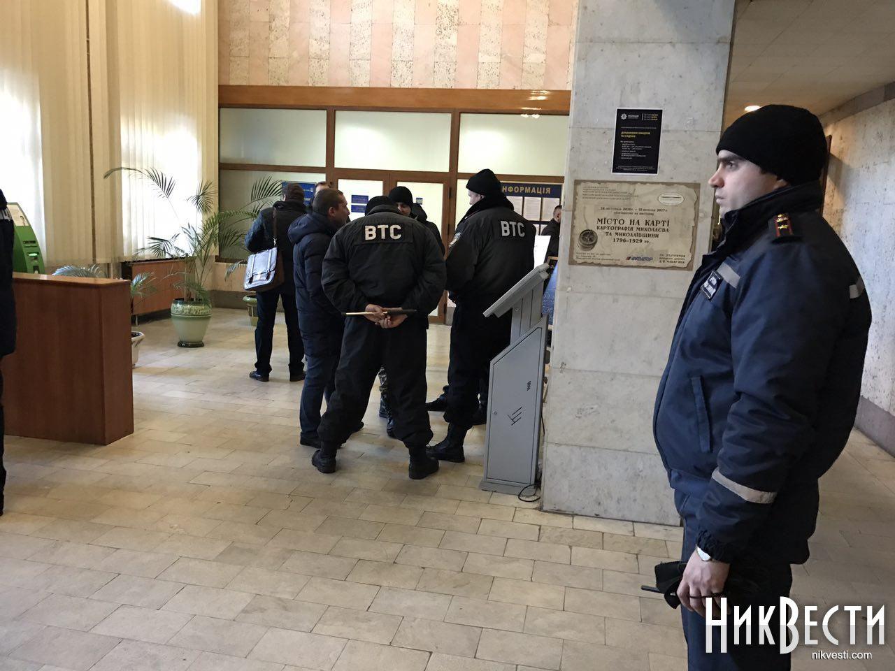 Сооружение Николаевского облсовета, где проходит сессия, «заминировали»: народные избранники приняли решение продолжать совещание
