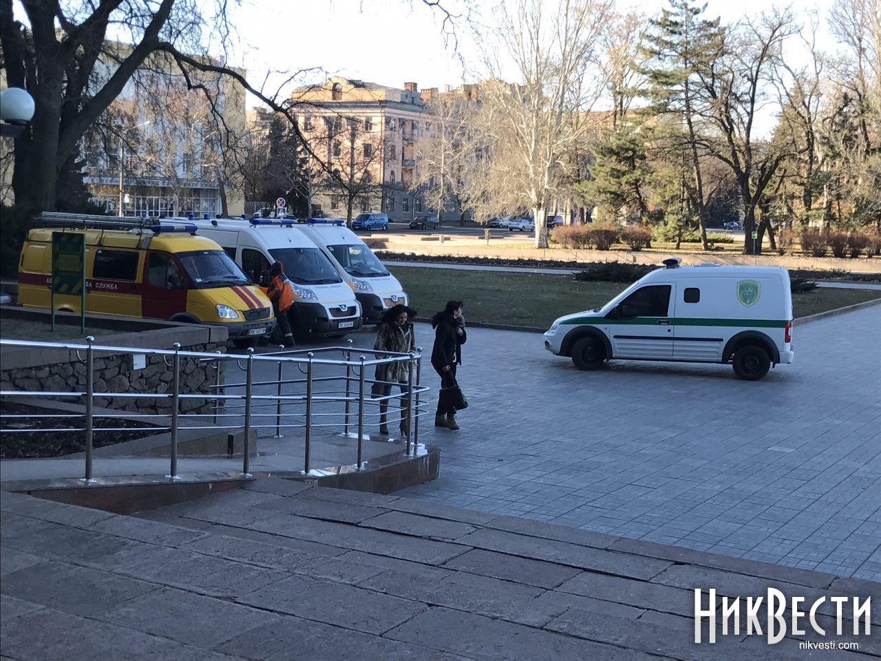 ВНиколаеве «заминировали» сооружение облгосадминистрации: сессия продолжает работу