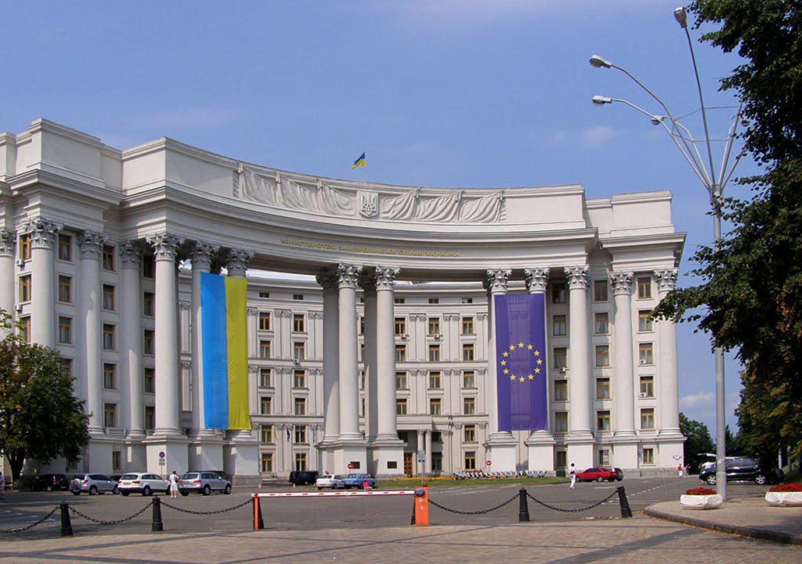 МИД Украины поддержал идею пускать россиян только по биометрическим паспортам