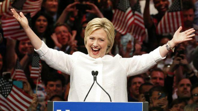 Клинтон набрала необходимое число голосов для выдвижения впрезиденты отдемократов