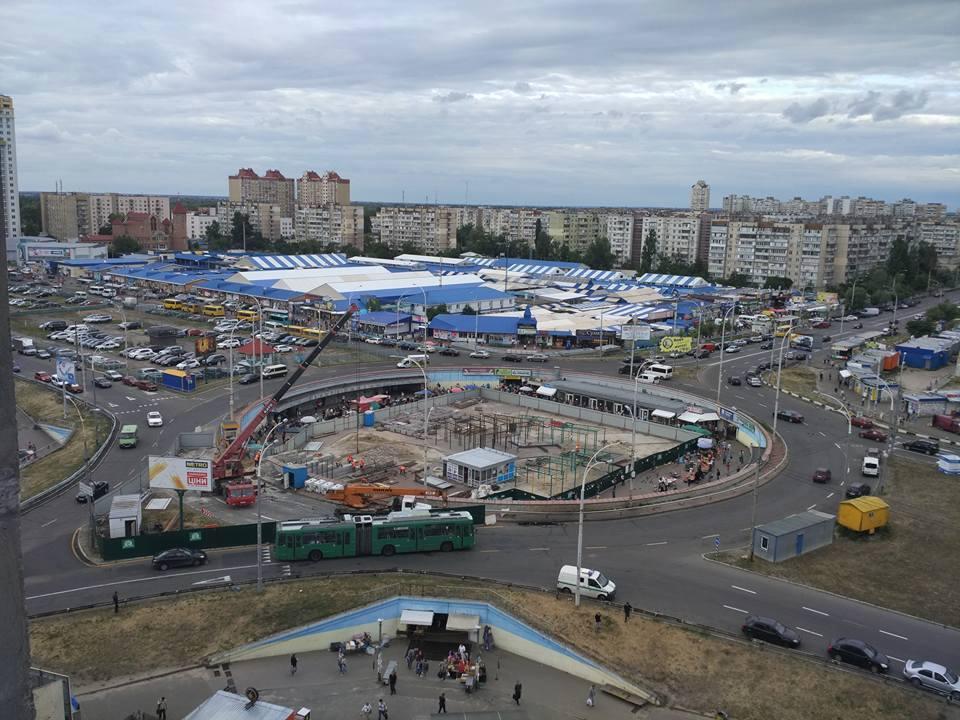 a90a34990013 В Киеве на месте снесенных киосков начали строить торговый центр ...