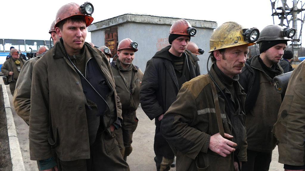 Около 100 шахтеров вышли напикет вГуково из-за невыплаты заработной платы