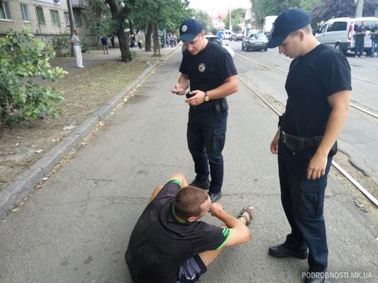 Вцентре Николаева шофёр «под кайфом» сломал 5 припаркованных машин