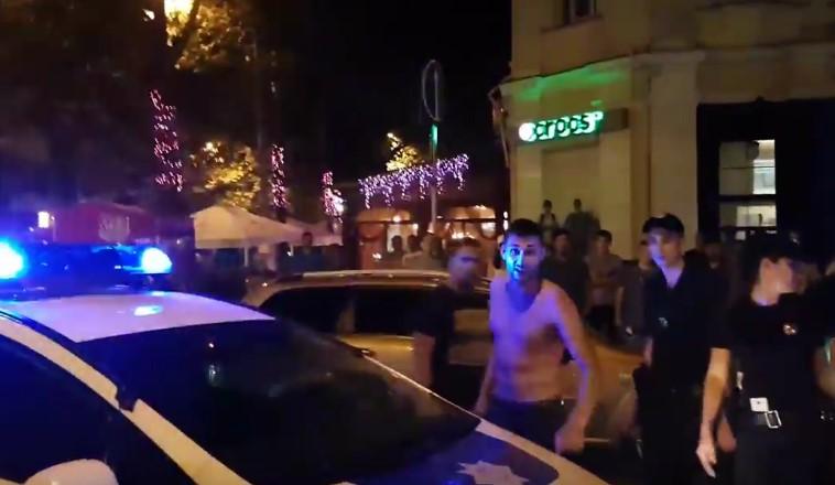 Сеть всколыхнуло видео сбездействием николаевских полицейских
