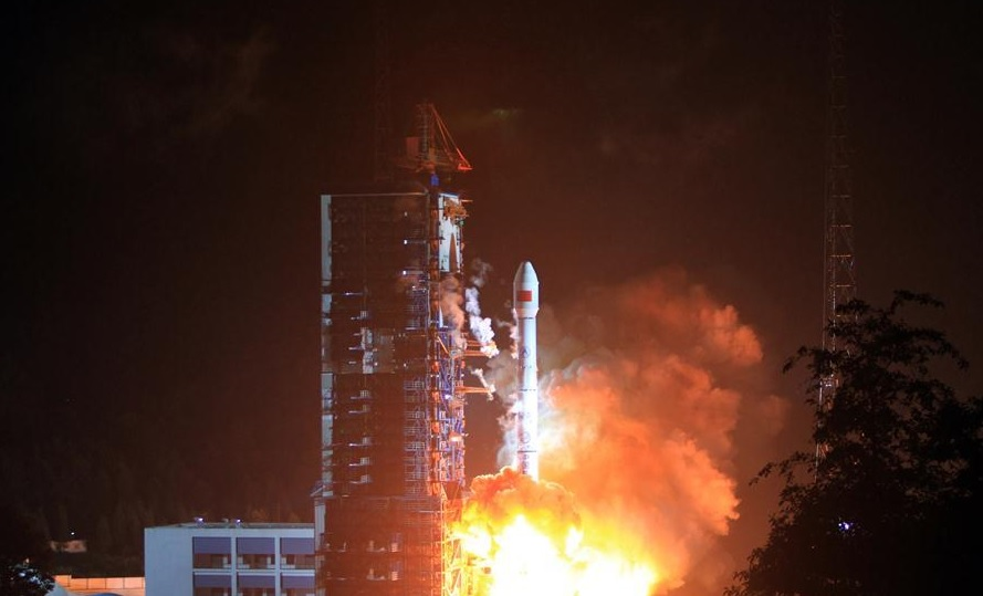 КНР запустил спутник мобильной связи отечественного производства