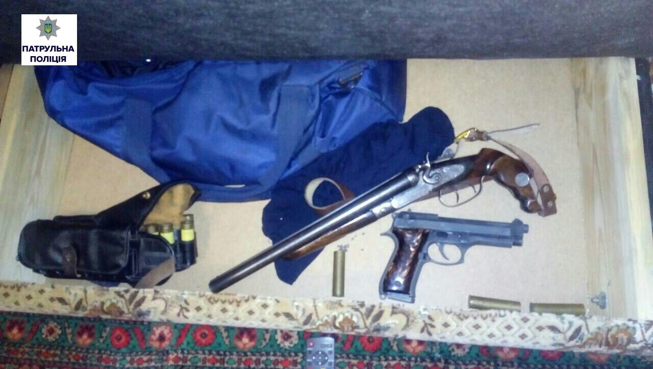 Патрульные отыскали униколаевца два «самурайских» меча иогнестрельное оружие