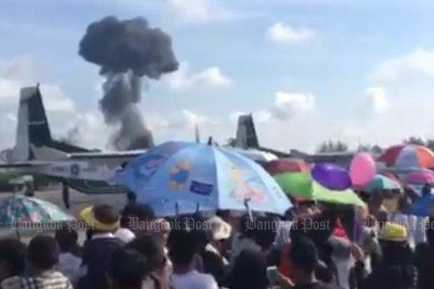 Крушение истребителя нашоу вТаиланде попало навидео