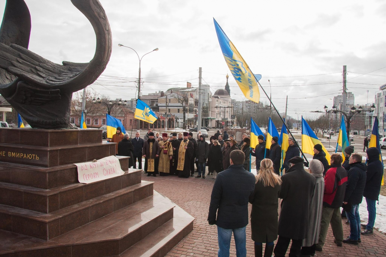 ВПолтаве почтили память героев Крут игероев Майдана