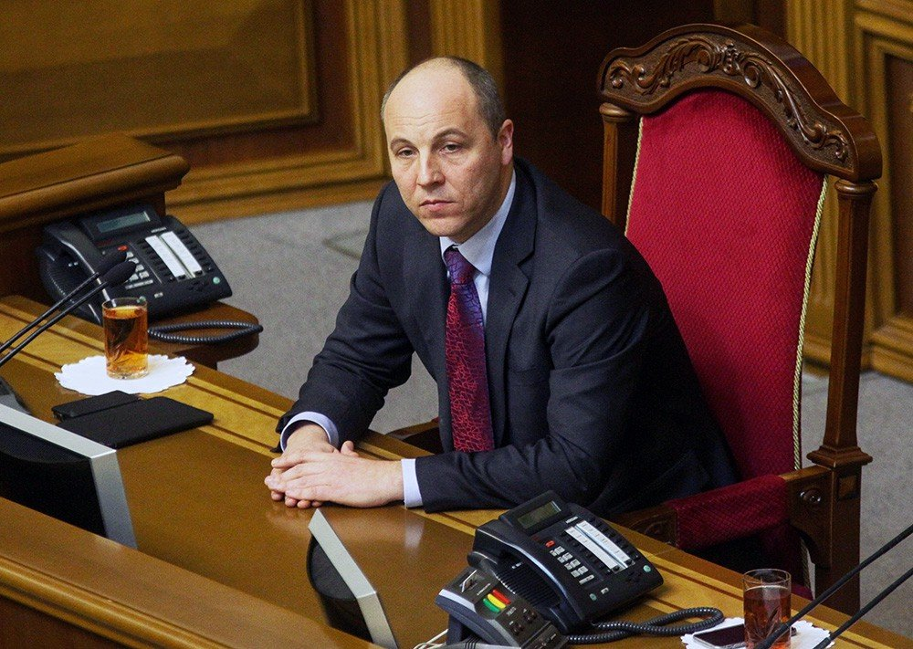 Напрогулах общенародных депутатов сэкономили крупную сумму
