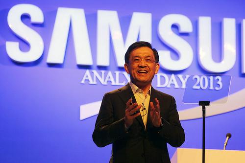 Генеральный руководитель Самсунг Electronics подал вотставку, чтобы спасти компанию