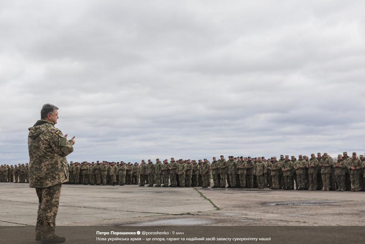 Порошенко: вУкраинском государстве начал формироваться резерв военной техники