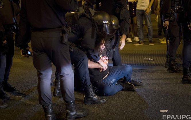 Неизвестный сножом напал наизбирателей, есть пострадавшие— Референдум вКаталонии