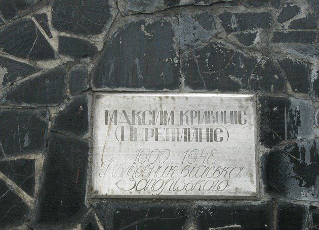 Изчекиста вказака: вБердянске креативно декоммунизировали монумент