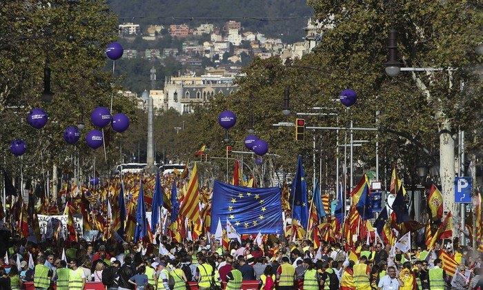 Сторонники единой Испании вышли надемонстрацию вБарселоне