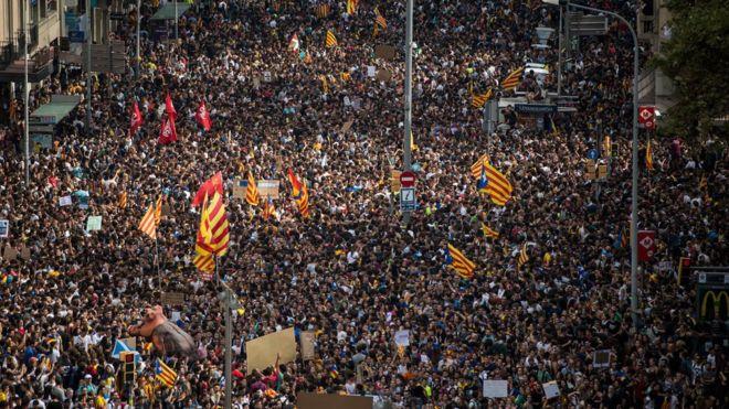 «Барселона» присоединится кзабастовке вКаталонии изакроет клуб наодин день