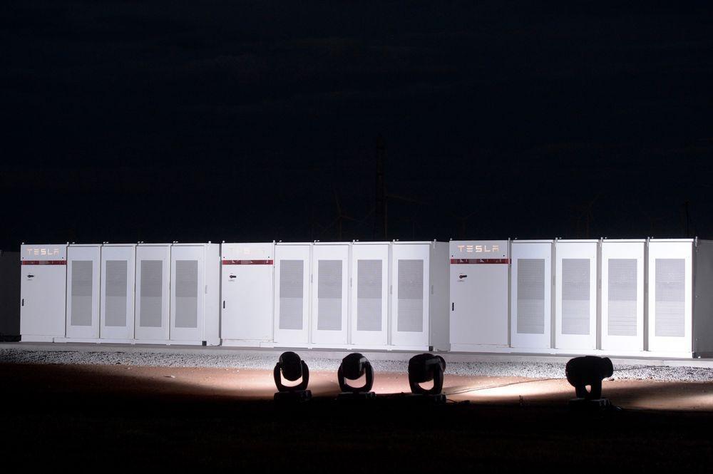 Размещено первое видео разгона нового электрогрузовика Tesla Semi