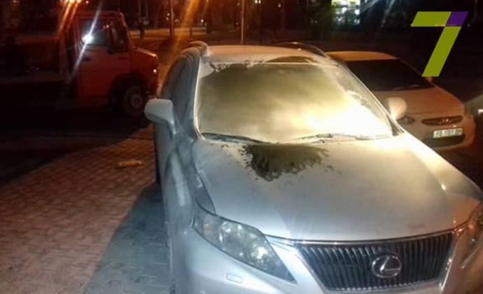 Неизвестные забросали «коктейлями Молотова» Лексус  депутата  вОдессе