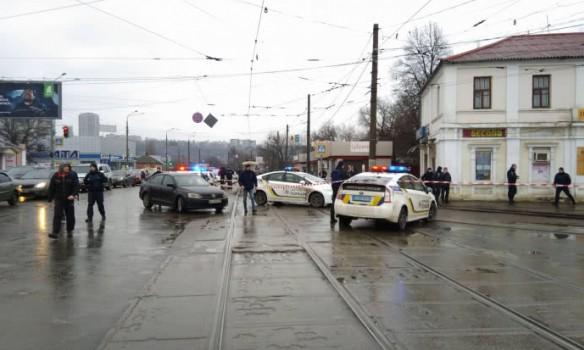 ВХарькове мужчина совзрывчаткой захватил отделение Укрпочты, внутри люди