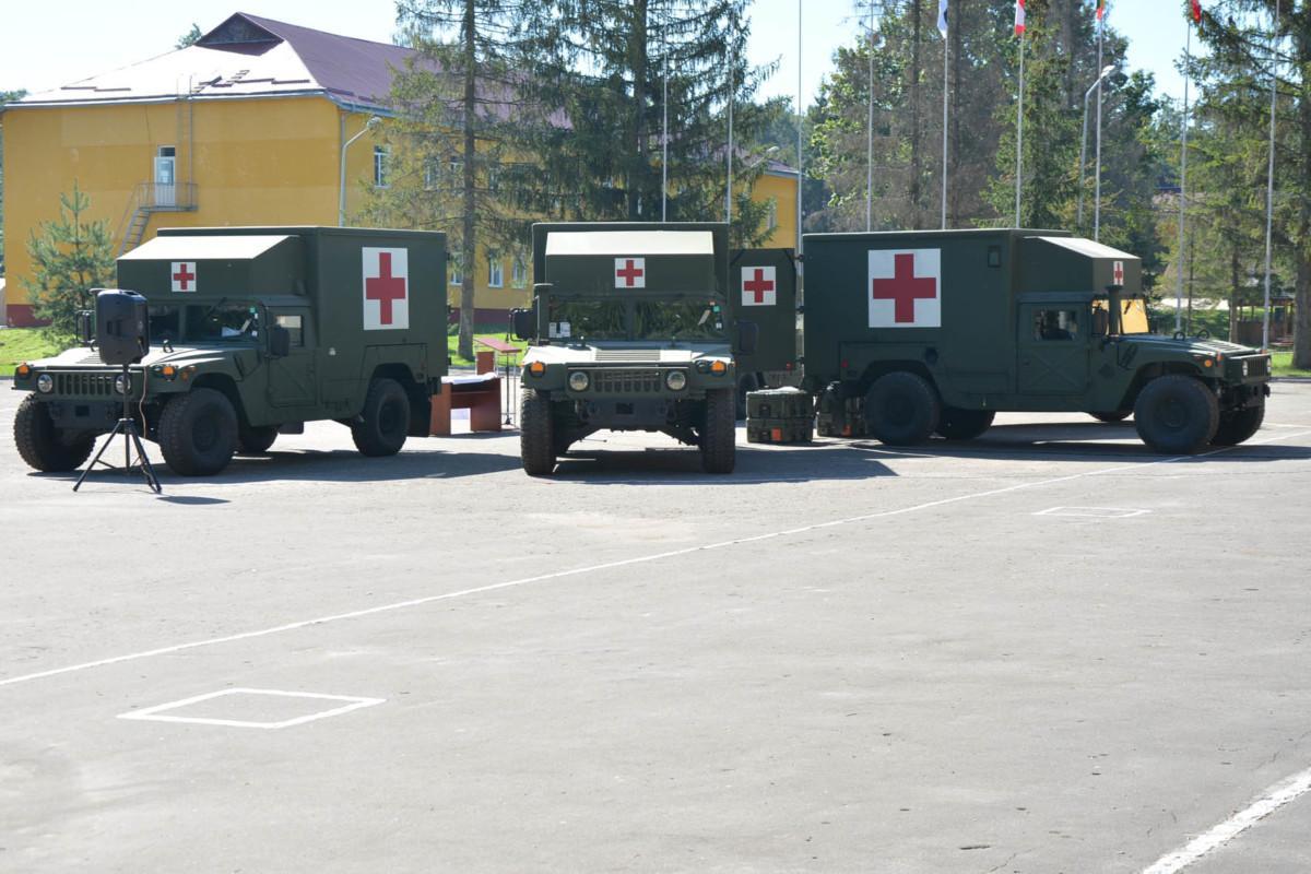 Украинским военным изсоедененных штатов передали 40 медицинских «Хаммеров»