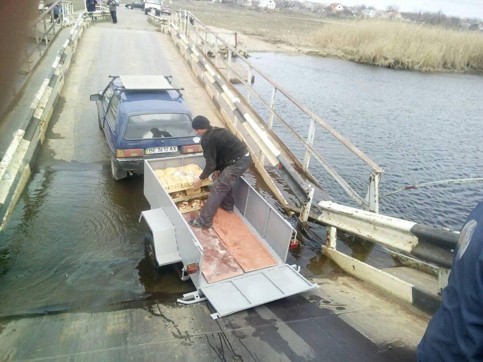 Под Николаевом потонул понтонный мост