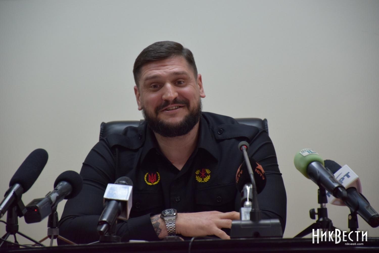 «Если что, мытебя застрелим». Ярош вшутку пригрозил губернатору Савченко