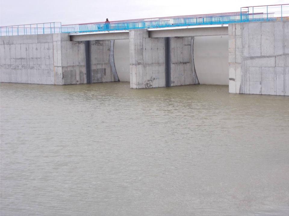 НаХерсонщине построили дамбу, перекрывающую доступ воды вКрым