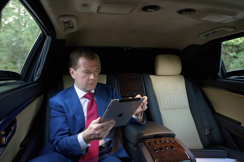 Медведев оНавальном: Янебуду объяснять выпады политических проходимцев