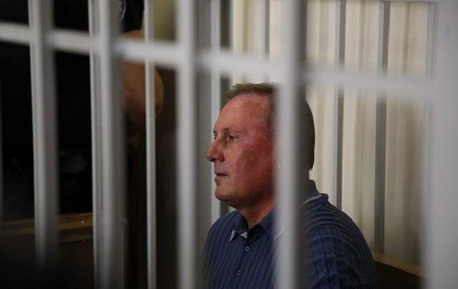 Суд оставил Ефремова под стражей еще надва месяца
