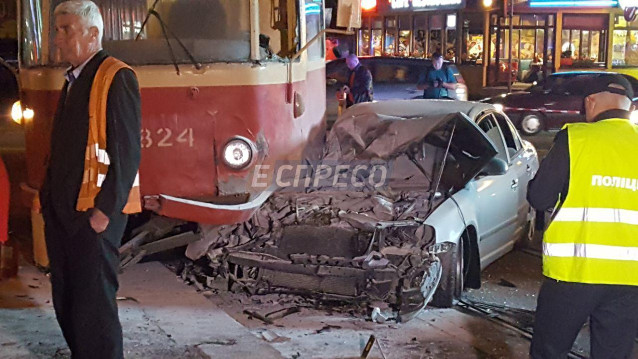 Автомобиль Барны врезался втрамвай иразбился всмятку— народный депутат госпитализирован
