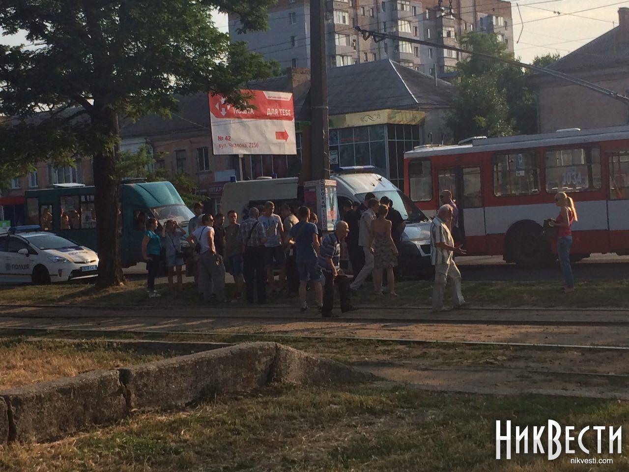 Савченко вНиколаеве забросали яйцами и порекомендовали убираться в РФ