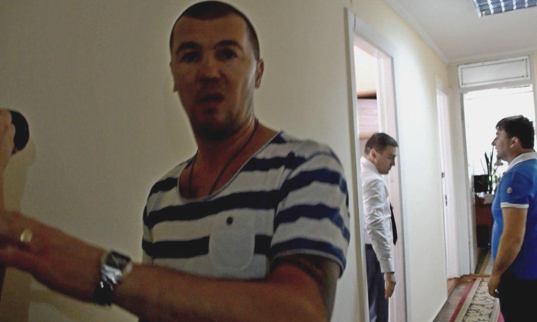Драка вНиколаевском облсовете: депутат «натравил» наколлегу боксера