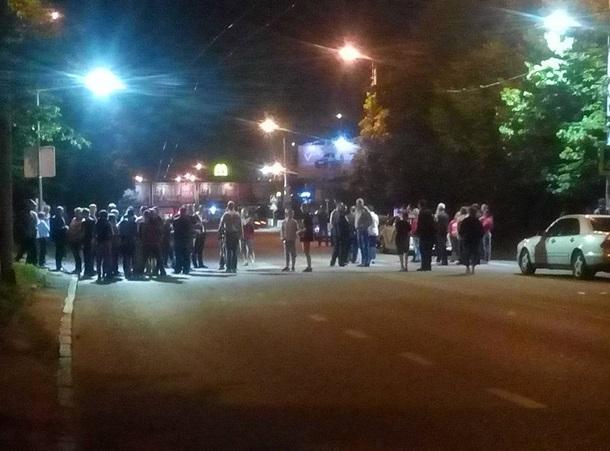 ВоЛьвове ночью мусором перекрывали улицы