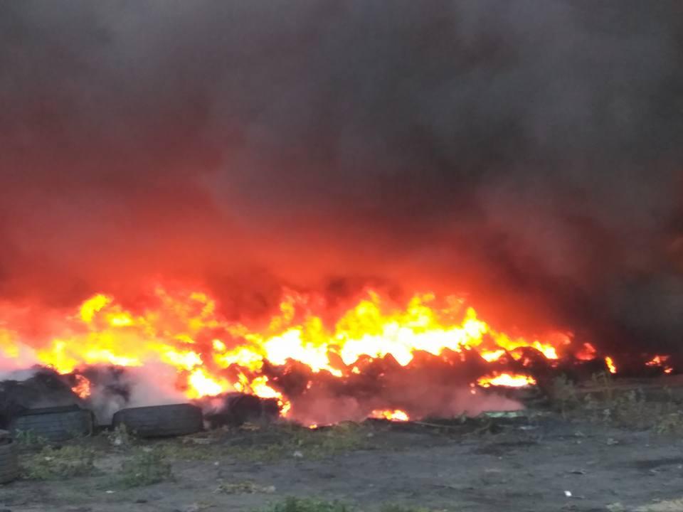 Масштабный пожар произошел вНиколаеве около городской свалки