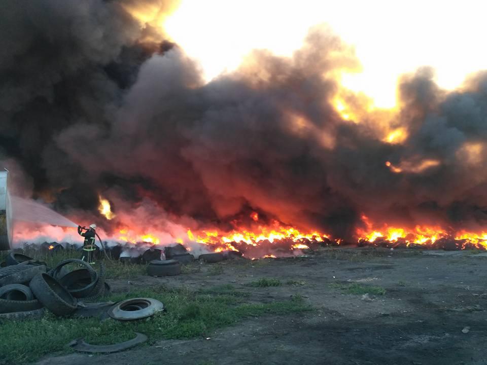 ВНиколаеве произошел пожар насвалке покрышек