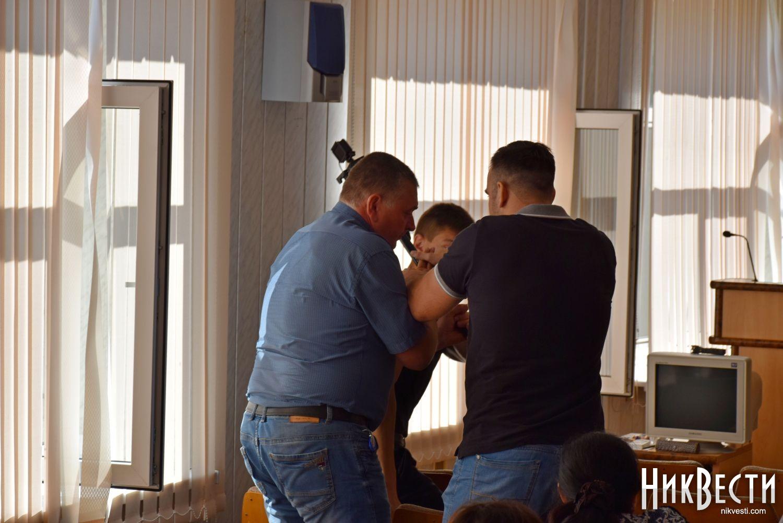Украинскому депутату сломали руку насессии Николаевского райсовета